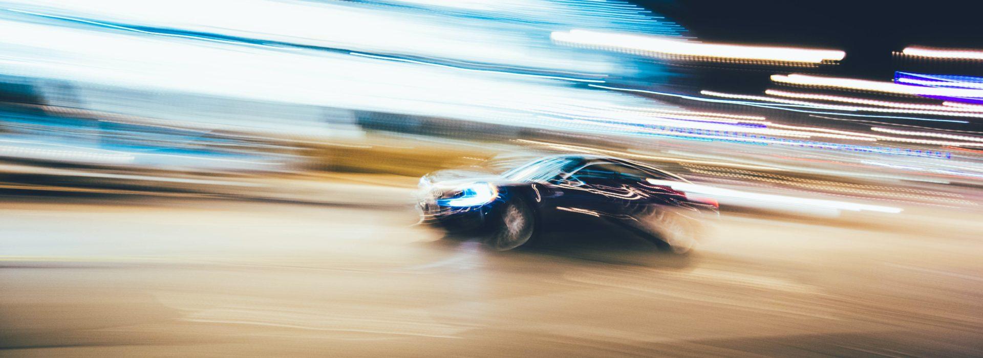 Wyjazdy integracyjne, imprezy firmowe i prywatne na torze wyścigowym – jakie atrakcje Cię tam czekają?